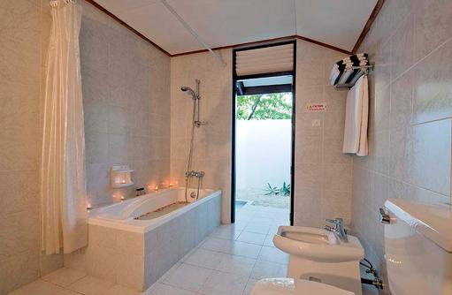 Superior Beach Bungalow, Badezimmer, Paradise Island Resort & Spa, Maldives