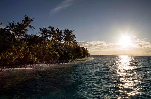 Sonnenuntergang auf dem Wasser, Park Hyatt Maldives Hadahaa, Maldives