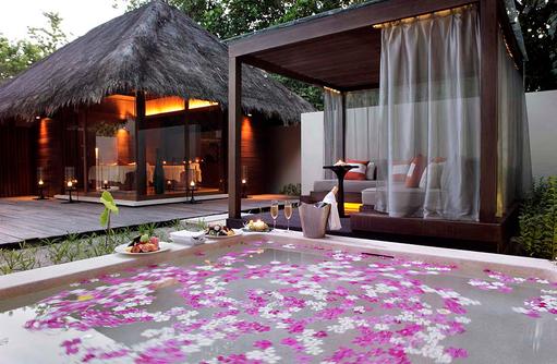 Jacuzzi im Spabereich, Park Hyatt Maldives Hadahaa, Maldives