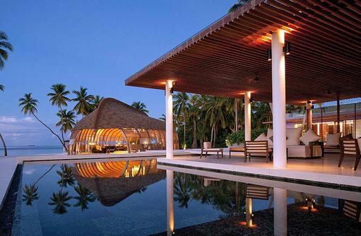 Pool Bar am Abend,  Park Hyatt Maldives Hadahaa, Maldives