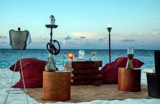 Gemütliches Stranddinner, Park Hyatt Maldives Hadahaa, Maldives