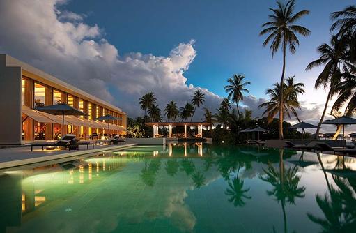 Pool am Abend, Park Hyatt Maldives Hadahaa, Maldives