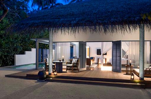Terasse bei Nacht, Beach Villa, Raffles Maldives Meradhoo