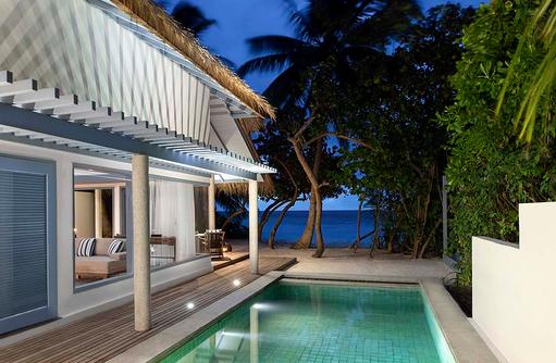 Pool bei Nacht, Beach Villa, Raffles Maldives Meradhoo