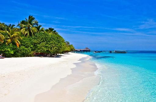 weißer Sandstrand und türkisblaues Meer, Reethi Beach Resort, Malediven