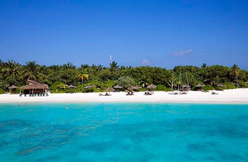 Blick auf den Strand und die Beach Bar, Reethi Beach Resort, Malediven