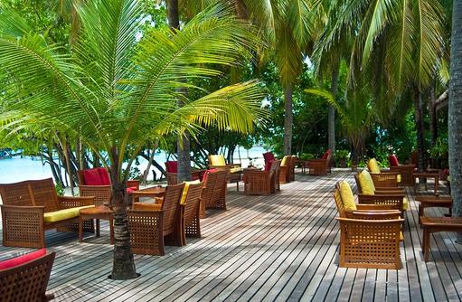 Aussenbereich der Rasgefaanu Bar, Reethi Beach Resort, Malediven