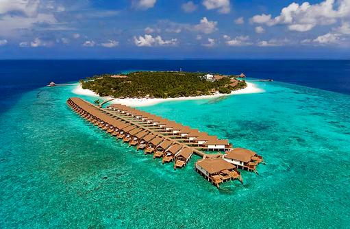 Blick auf die Insel und die Wasservillen, Reethi Faru Resort, Maldives