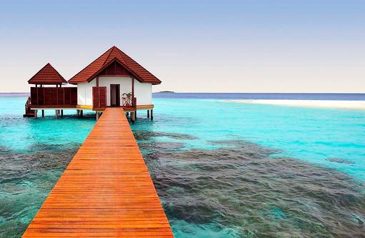 Steg zum Bungalow I ROBINSON Club Maldives