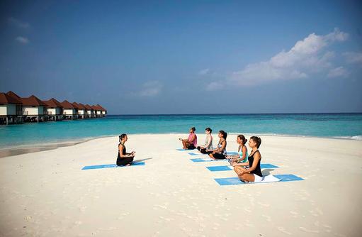 Yoga am Strand I ROBINSON Club Maldives