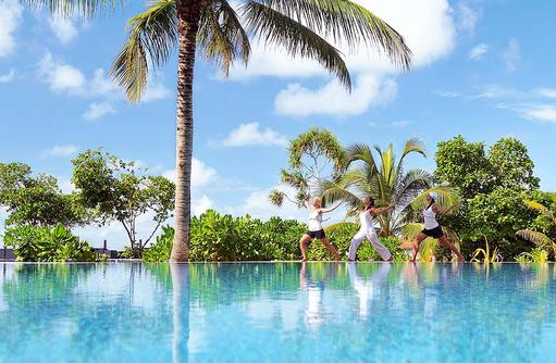 Yoga am Pool I ROBINSON Club Maldives
