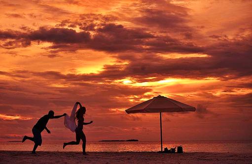 roter Himmel beim Sonnenuntergang I ROBINSON Club Maldives