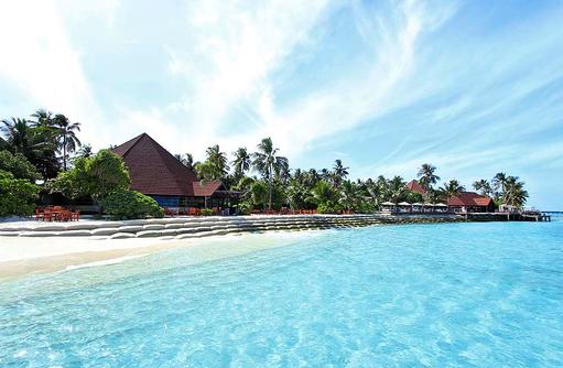 Hauptrestaurant von aussen I ROBINSON Club Maldives