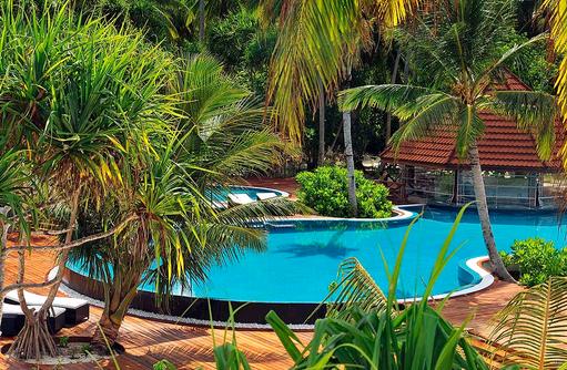 idyllische Poollandschaft I ROBINSON Club Maldives