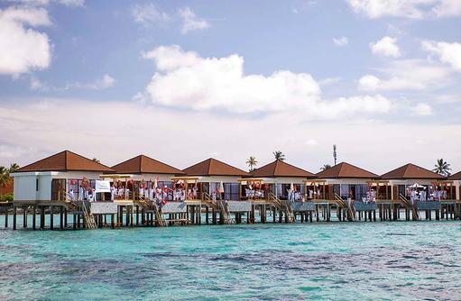 Willkommenszeremonie, Wasserbungalows mit Pool I ROBINSON Club Maldives