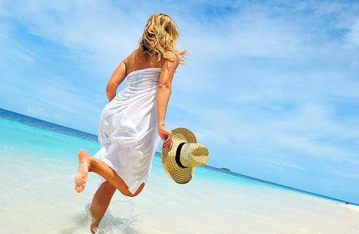 Wellen und Sand spüren, das Leben genießen I ROBINSON Club Maldives