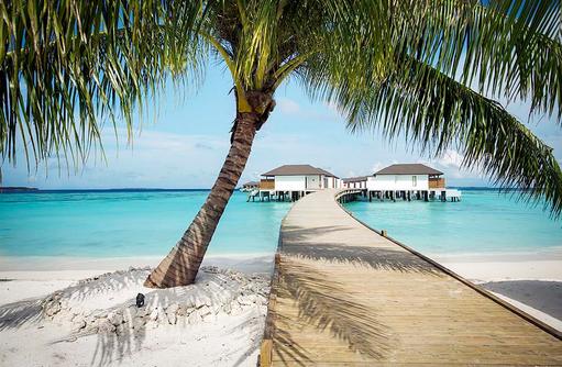 Steg zu den Wasserbungalows, ROBINSON Club Noonu, Maldives
