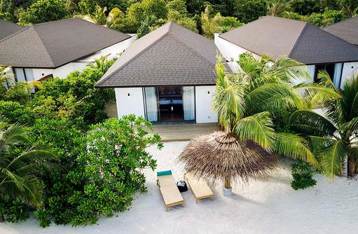 Strandbungalow von außen, ROBINSON Club Noonu, Maldives