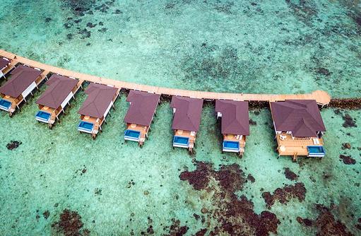 Wasserbungalows und Präsidentensuite, ROBINSON Club Noonu, Maldives