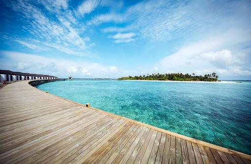 Blick vom Steg aufs Wasser, ROBINSON Club Noonu, Maldives