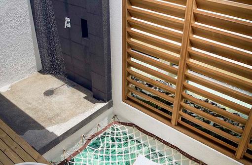 Offenes Badezimmer im Wasserbungalow, ROBINSON Club Noonu, Maldives