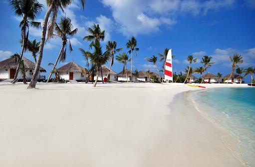 Strand mit Beach Bungalow, Safari Island Resort, Maldives