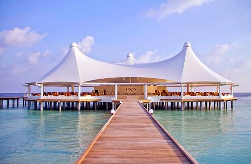 Steg zum Restaurant, Safari Island Resort, Maldives