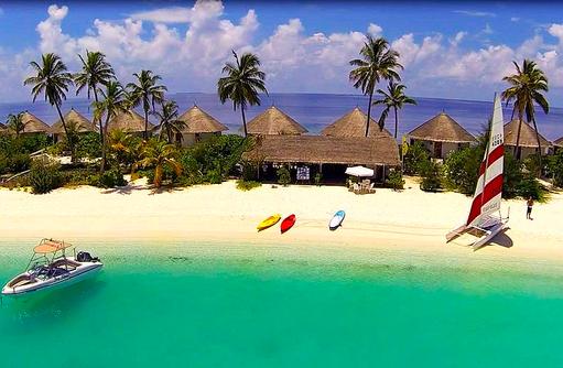 Wassersport am Strand, Safari Island Resort, Maldives