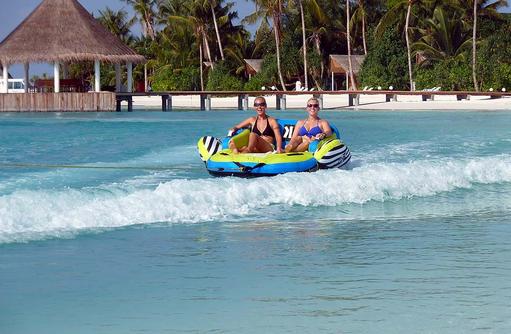 Sofa im Wasser, Safari Island Resort, Maldives