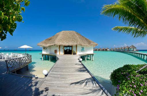 Steg zum Spabereich, Safari Island Resort, Maldives