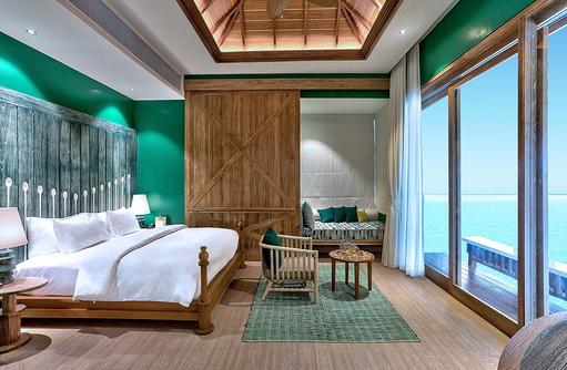 Schlafzimmer Over Water Villa, SAii Lagoon Maldives