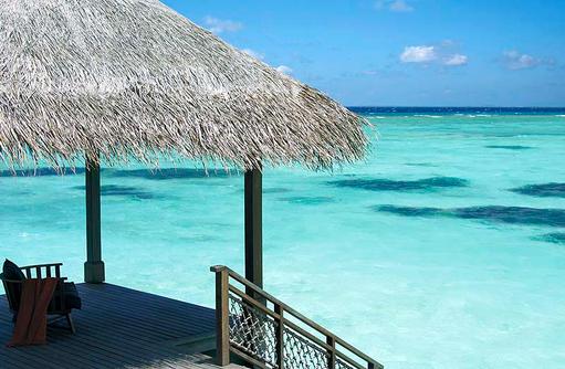 Türkisblaues Wasser, Shangri-La's Villingili Resort & Spa, Malediven