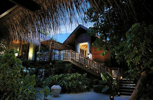 Tree House Villa von Aussen, Shangri-La's Villingili Resort & Spa, Malediven