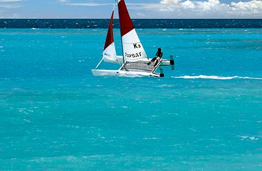 Katamaran, Shangri-La's Villingili Resort & Spa, Malediven