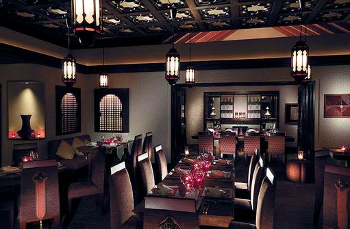 Eastern Style Zimmer, Restaurant Dr. Ali's, Shangri-La's Villingili Resort & Spa, Malediven
