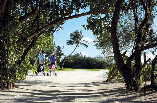 Golfrunde am Morgen, Shangri-La's Villingili Resort & Spa, Malediven