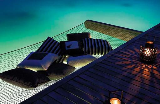 Wasservillla bei Nacht, Shangri-La's Villingili Resort & Spa, Malediven