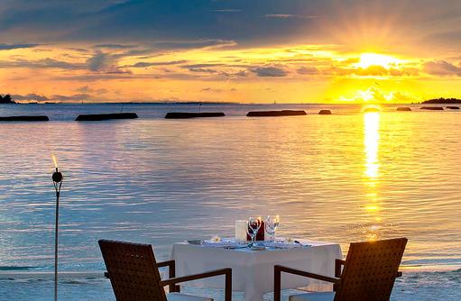 Privates Dinner am Strand, Romantisches Dinner zu Zweit, Sheraton Full Moon Resort & SPA, Malediven