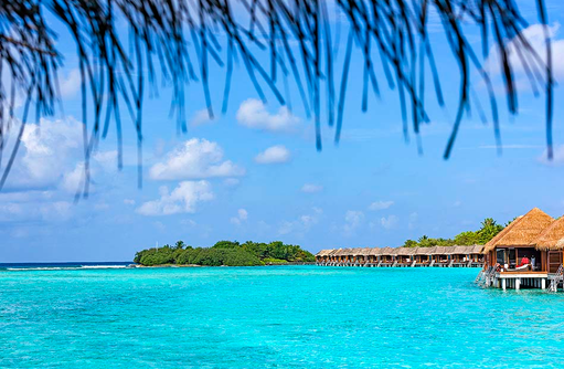 Water Bungalows, Spa im Hintergrund, Sheraton Full Moon Resort & SPA, Malediven