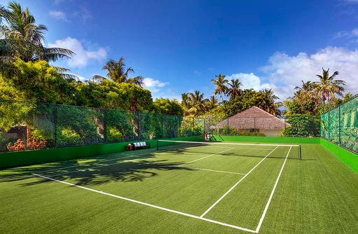 Tenniscourt, Rasenplatz, Sheraton Full Moon Resort & SPA, Malediven