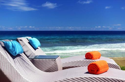 Ocean Pool Villa, Sonnenliegen, Sheraton Full Moon Resort & SPA, Malediven