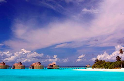 traumhafte Malediven, türkisblauer indischer Ozean, Six Senses Laamu, Malediven