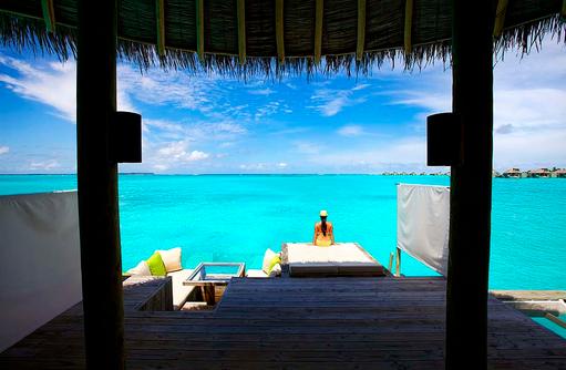 Water Villa, Sonnendeck, Hängematte, Six Senses Laamu, Malediven