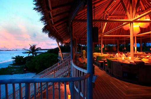 Restaurant Leaf, Sonnenuntergang beim Dinner, Six Senses Laamu, Malediven