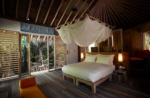 Beach Villa, Schlafen mit Moskitonetz, Six Senses Laamu, Malediven