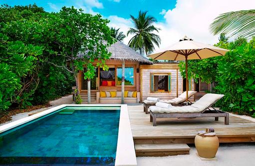 Family Villa with Pool, Sonnendeck, Pool, Six Senses Laamu, Malediven