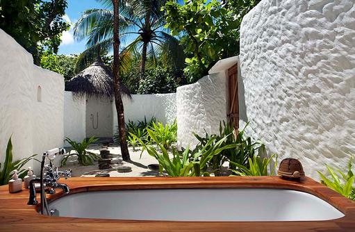 Aussenbad einer Crusoe Villa, Soneva Fushi, Maledives