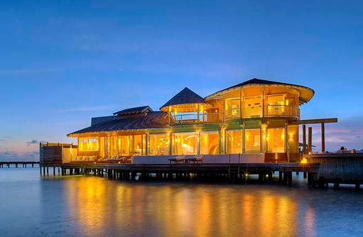 Two Bedroom Wasservilla am Abend,Soneva Jani, Maldives