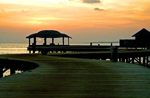 Ankunftssteg bei Sonnenuntergang, Soneva Jani, Maldives