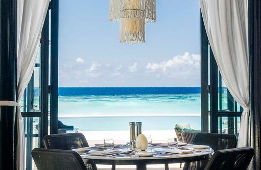 Alba Restaurant, gedeckter Tisch I The St. Regis Vommuli